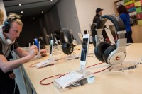 Beats en un Apple Store en NYC. (Vía 9to5mac)