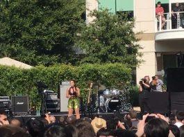 Demi Lovato en Inifinite Loop
