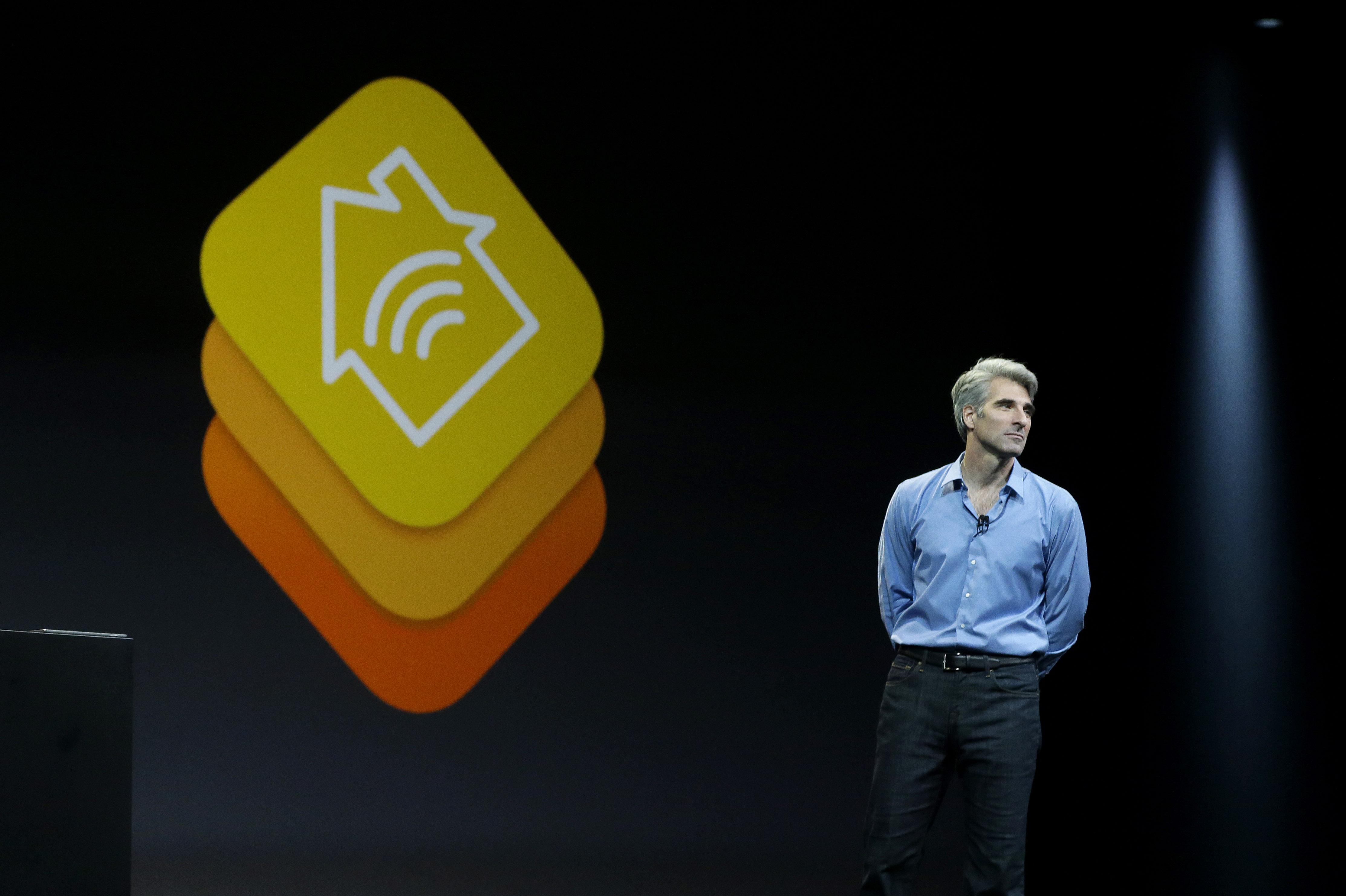 Craig Federighi nuevo responsable de Siri