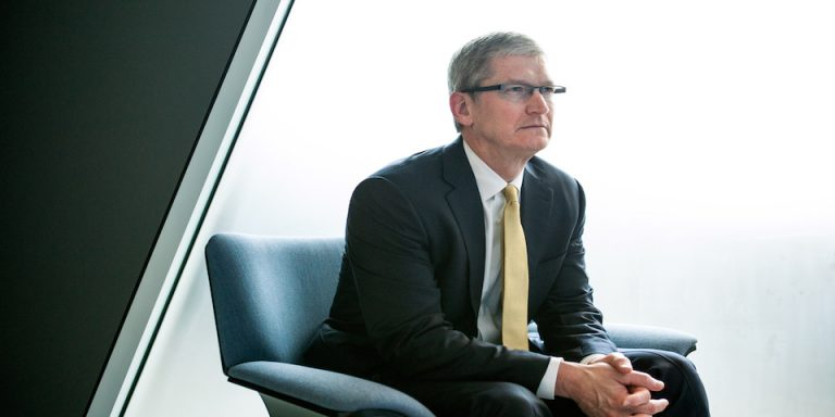 Tim Cook pide que Bloomberg News se retracte