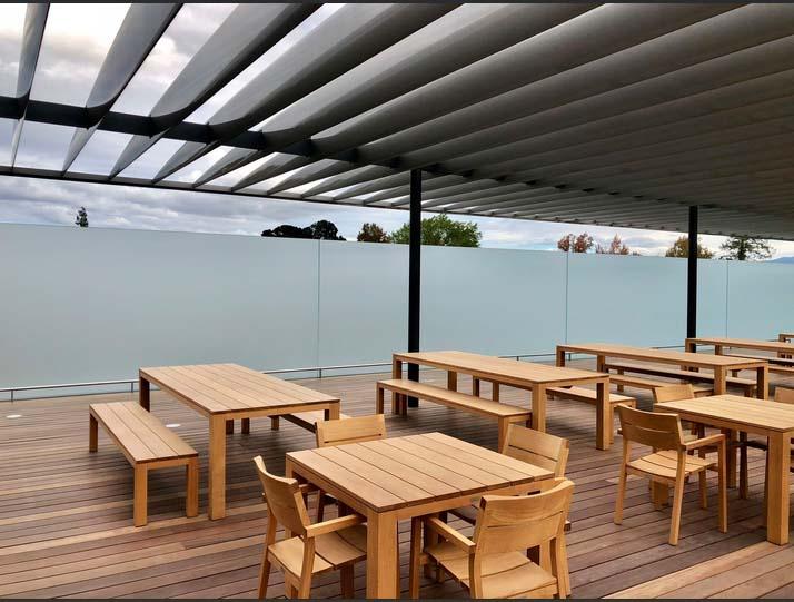 Azotea con terraza comedor del Centro de Visitantes (foto: Tyler Fox)