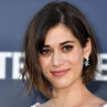 Lizzy Caplan en Apple Video