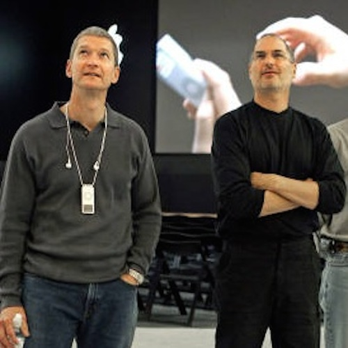 Tim Cook y Steve Jobs