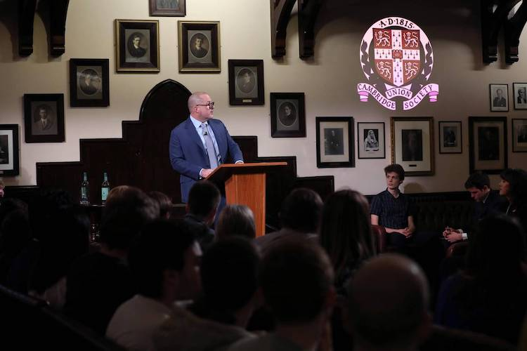 Jony Ive recibe premio Stephen Hawking