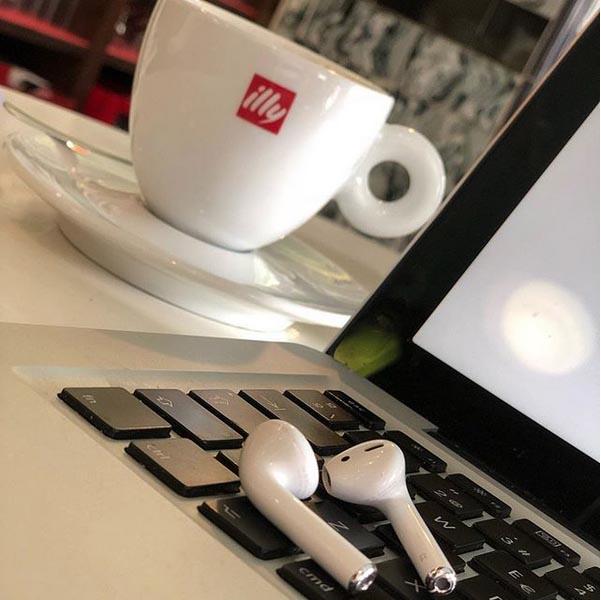 AirPods y MacBook Pro
