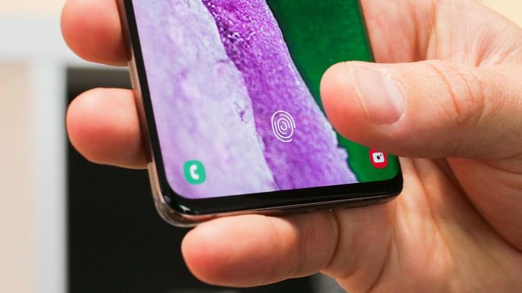 huellas digitales en la pantalla