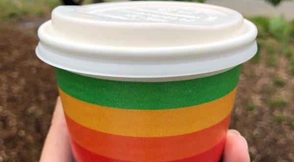 Vaso de café con Arco Iris de Apple