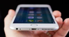 limpiar el puerto Lightning de un iPhone