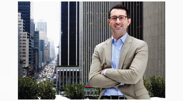 James DeLorenzo ficha por Apple TV