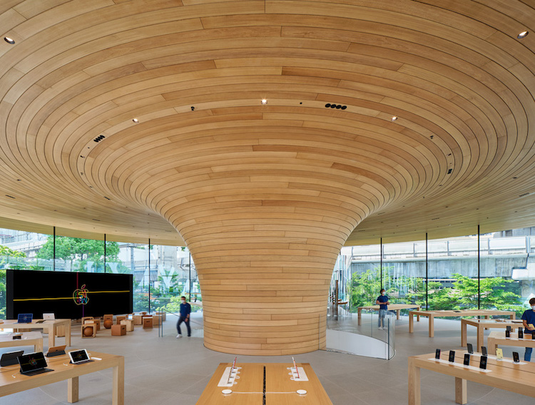 Interior del Apple Central World en Tailandia