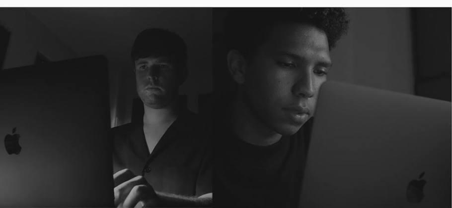 Behind the Mac - James Blake y Tyler Mitchell